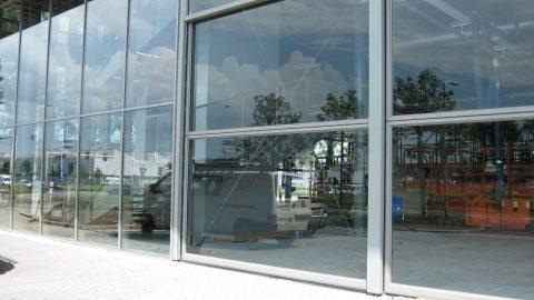 Esthetische deuren voor samenhangend gevelbeeld - Glazen deuren - verticale deuren, logistieke deuren