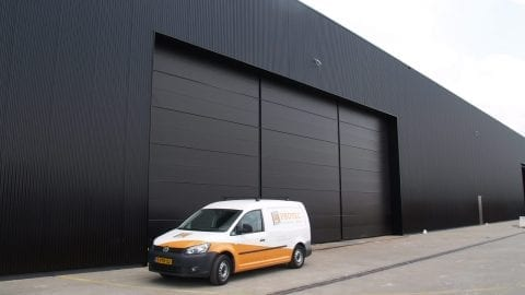 Hangar deuren - sectionale poorten - industriële en logistieke deuren - inbraakwerend beveiligd - security
