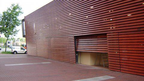 Esthetische deuren vallen weg in de gevel door Protec Industrial Doors